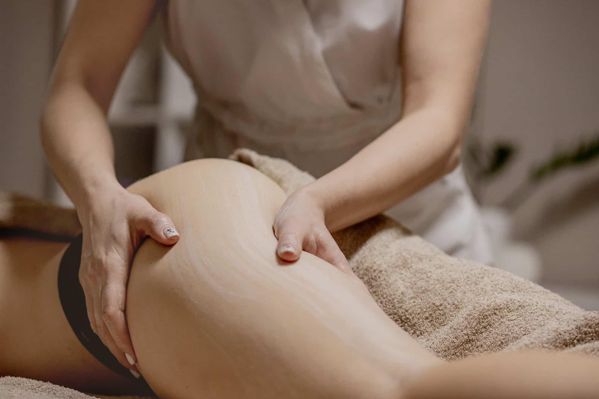 massaggio drenante glutei