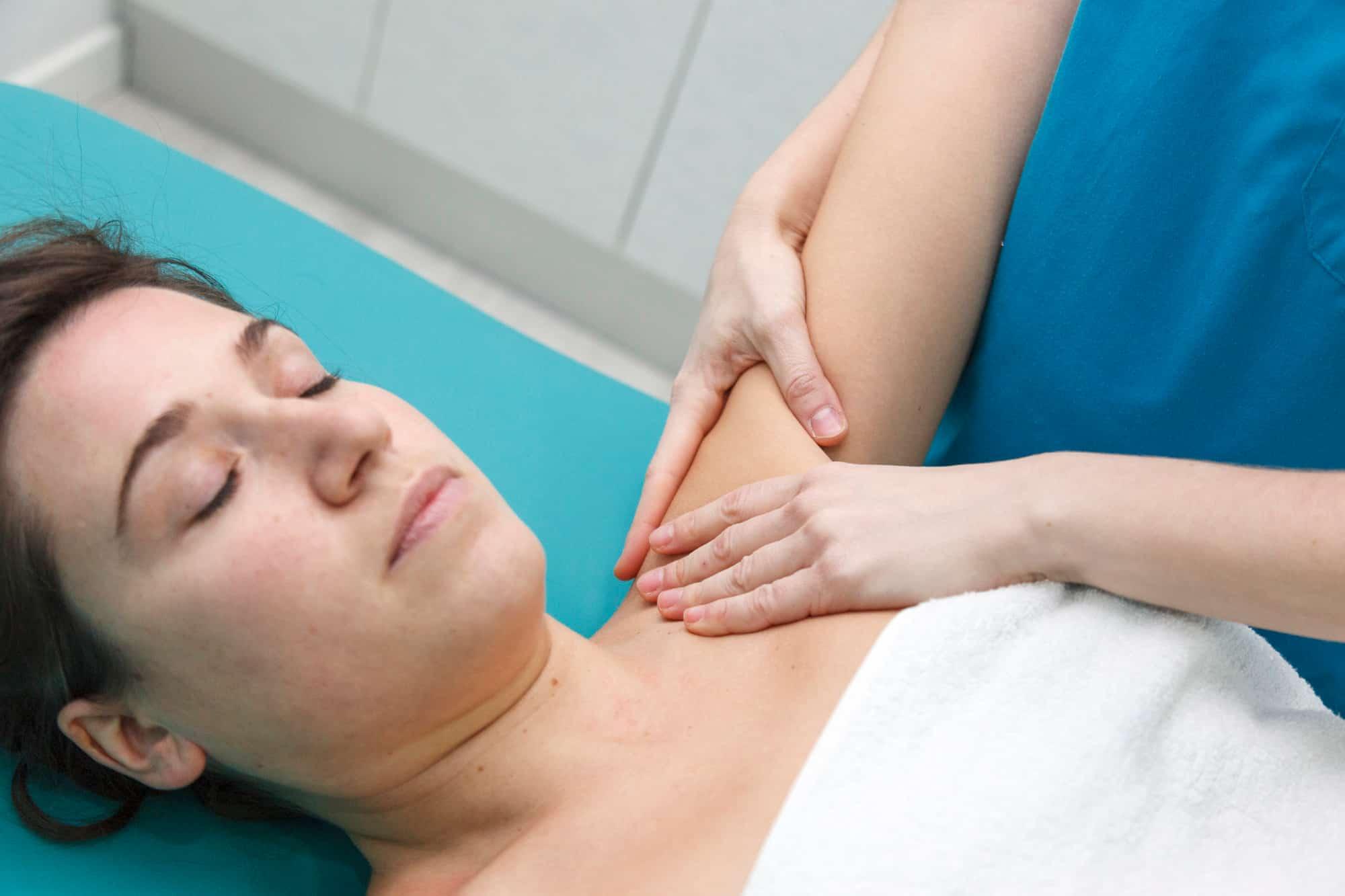 massaggio linfatico ascellare
