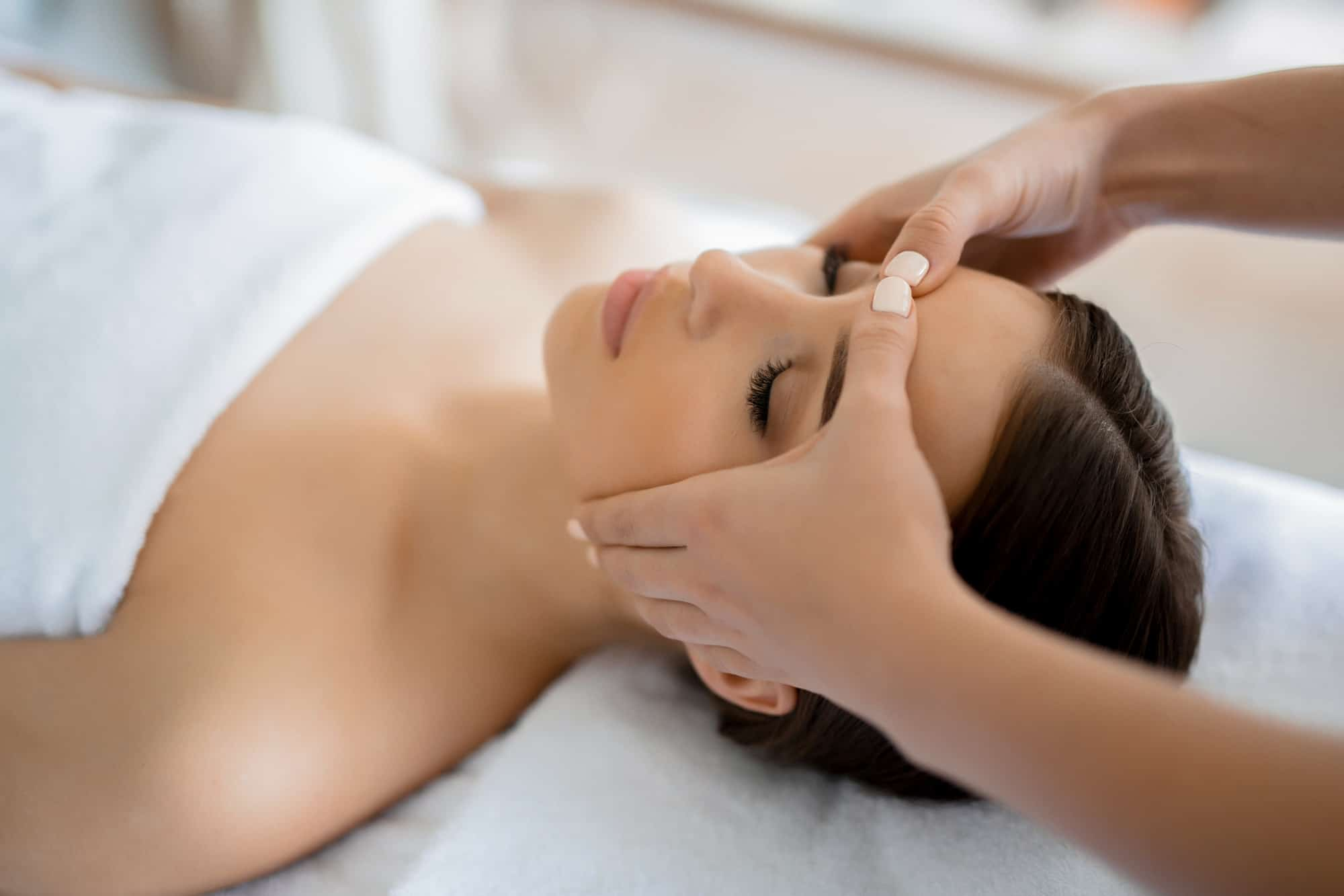 massaggiare il viso
