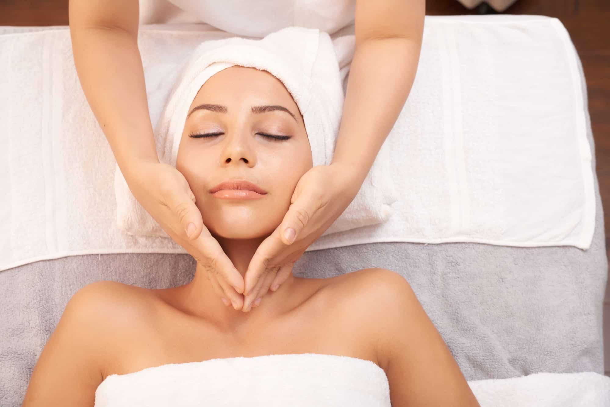 massaggio tonificante viso